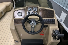Drivers Console of a 2021 Sylvan Mirage 820 Cruise Pontoon 2