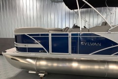 Silver Exterior Accents of the 2021 Sylvan L1 Cruise Pontoon Boat