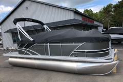 Full Mooring Cover of the 2021 Sylvan L1 LZ Pontoon Boat