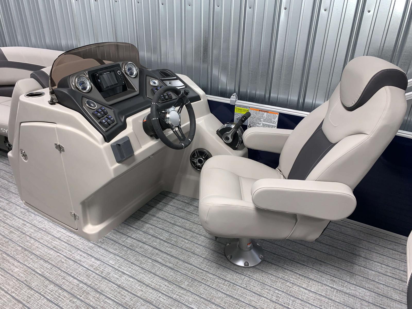 Helm of the 2022 Sylvan L3 DLZ Pontoon Boat