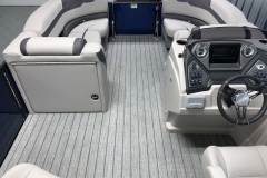 Teak Weave Vinyl Flooring of the 2021 Sylvan L3 LZ Tritoon Boat