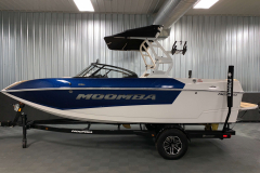 Custom Single Axle Boatmate Trailer of the 2021 Moomba Mondo Wake Boat