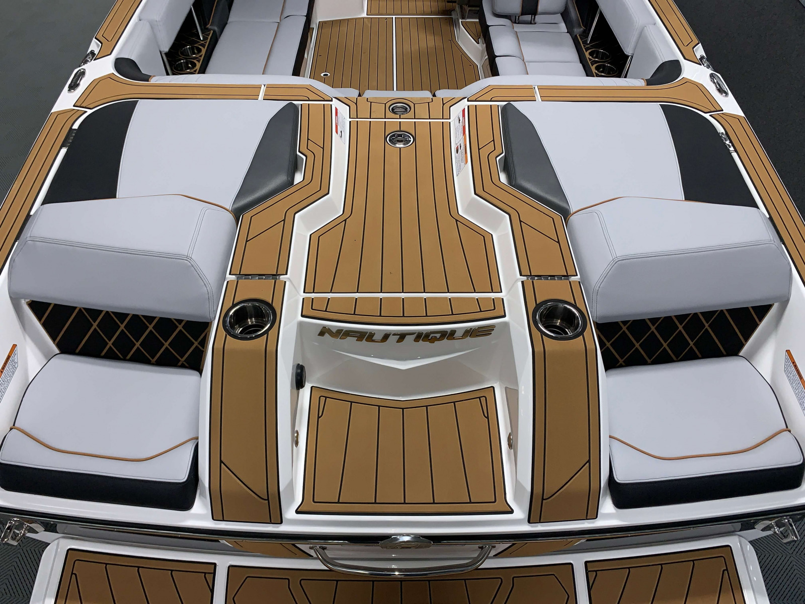Transom of the 2021 Nautique GS22 Wake Boat