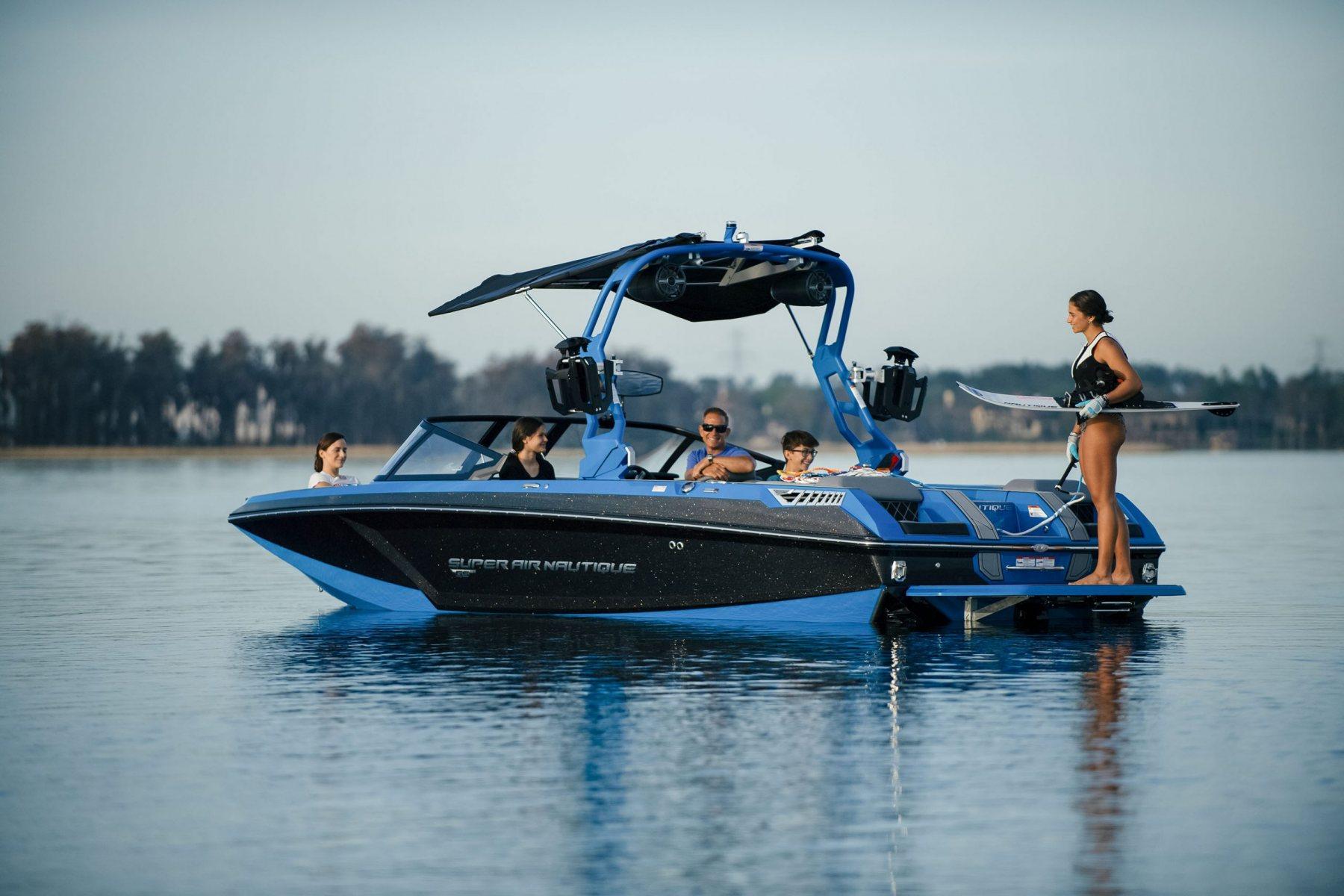 Jet Black Metal Flake on the 2022 Nautique GS22 Wake Boat