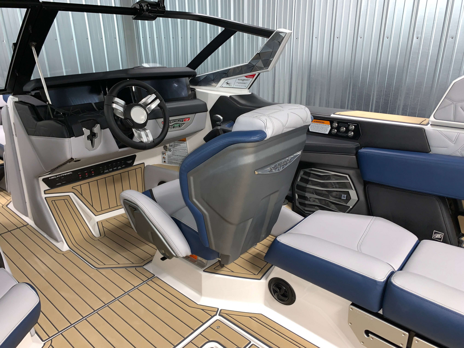 2021-Nautique-Paragon-25-Wake-Boat-Helm-1