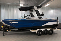 Admiral Blue Metal Flake on the 2021 Nautique G25 Paragon Wake Boat