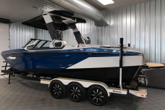 Black Hull Color on the 2021 Nautique G25 Paragon Wake Boat