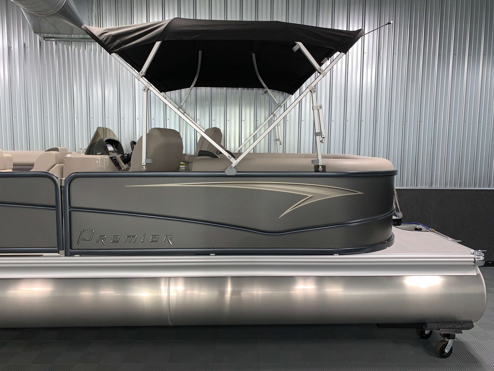 Exterior Design of the 2021 Premier 220 Sunspree RF Pontoon Boat
