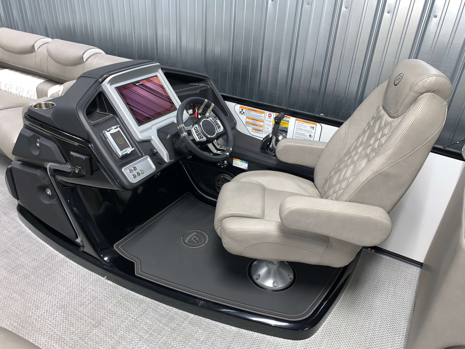 Pinnacle Helm of the 2021 Premier 250 Grand Majestic Tritoon Boat