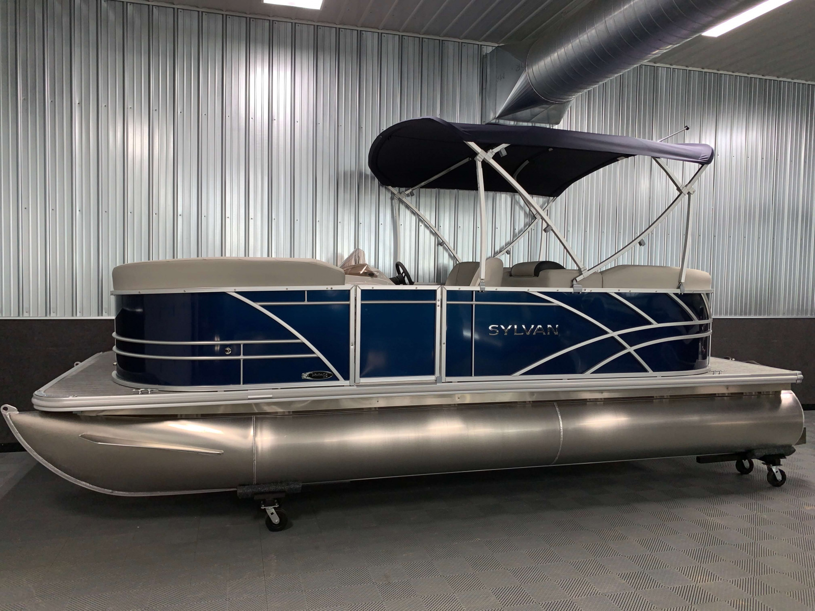 Exterior Panel Design of the 2021 Sylvan 820 LZ Pontoon Boat