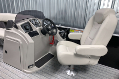 Helm of the 2022 Sylvan Mirage 8520 Party Fish Pontoon Boat