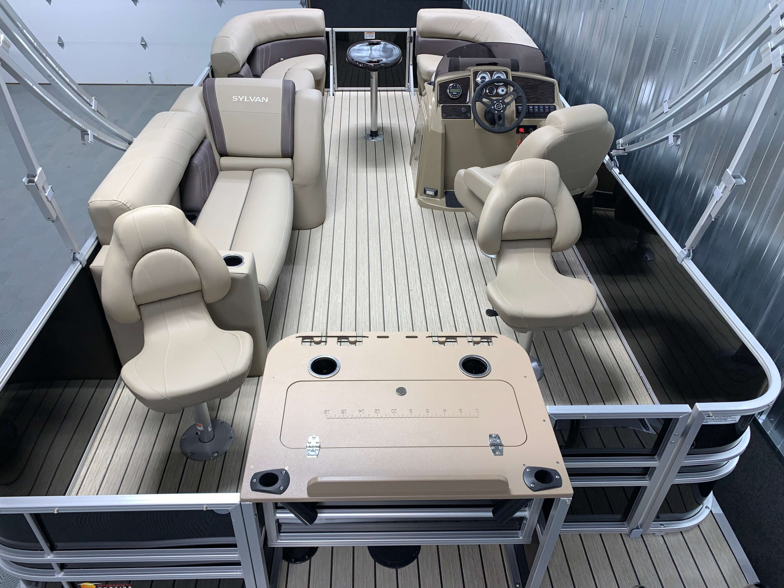 Party Fish Layout of the 2021 Sylvan 8520 Party Fish Pontoon Boat