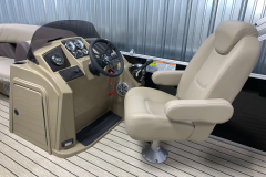 Helm of the 2021 Sylvan 8520 Party Fish Pontoon Boat
