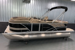 Interior/Exterior of the 2021 Sylvan L1 Cruise Pontoon Boat