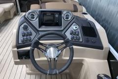 Humminbird Graph and JL Audio of the 2021 Sylvan L1 Cruise Pontoon Boat