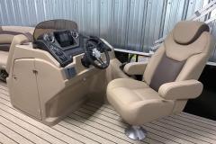 L-Series Helm of the 2021 Sylvan L1 Cruise Pontoon Boat