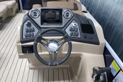 Drivers Console of the 2021 Sylvan L1 Cruise Pontoon Boat