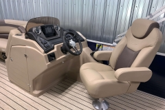Fiberglass Drivers Console of the 2021 Sylvan L1 Cruise Pontoon Boat
