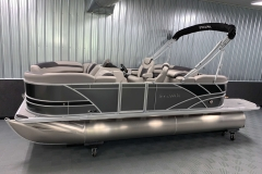 Interior/Exterior of the 2021 Sylvan L1 LZ Tritoon Boat