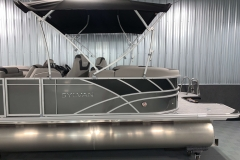 Two-Tone Exterior of the 2021 Sylvan L1 LZ Tritoon Boat