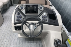 Drivers Console of the 2021 Sylvan L1 LZ Tritoon Boat