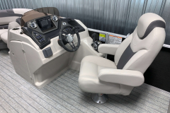 L-Series Helm of the 2022 Sylvan L3 LZ Pontoon Boat