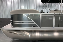 Carbon Exterior Color of a 2021 Sylvan Mirage 8520 Cruise Pontoon Boat