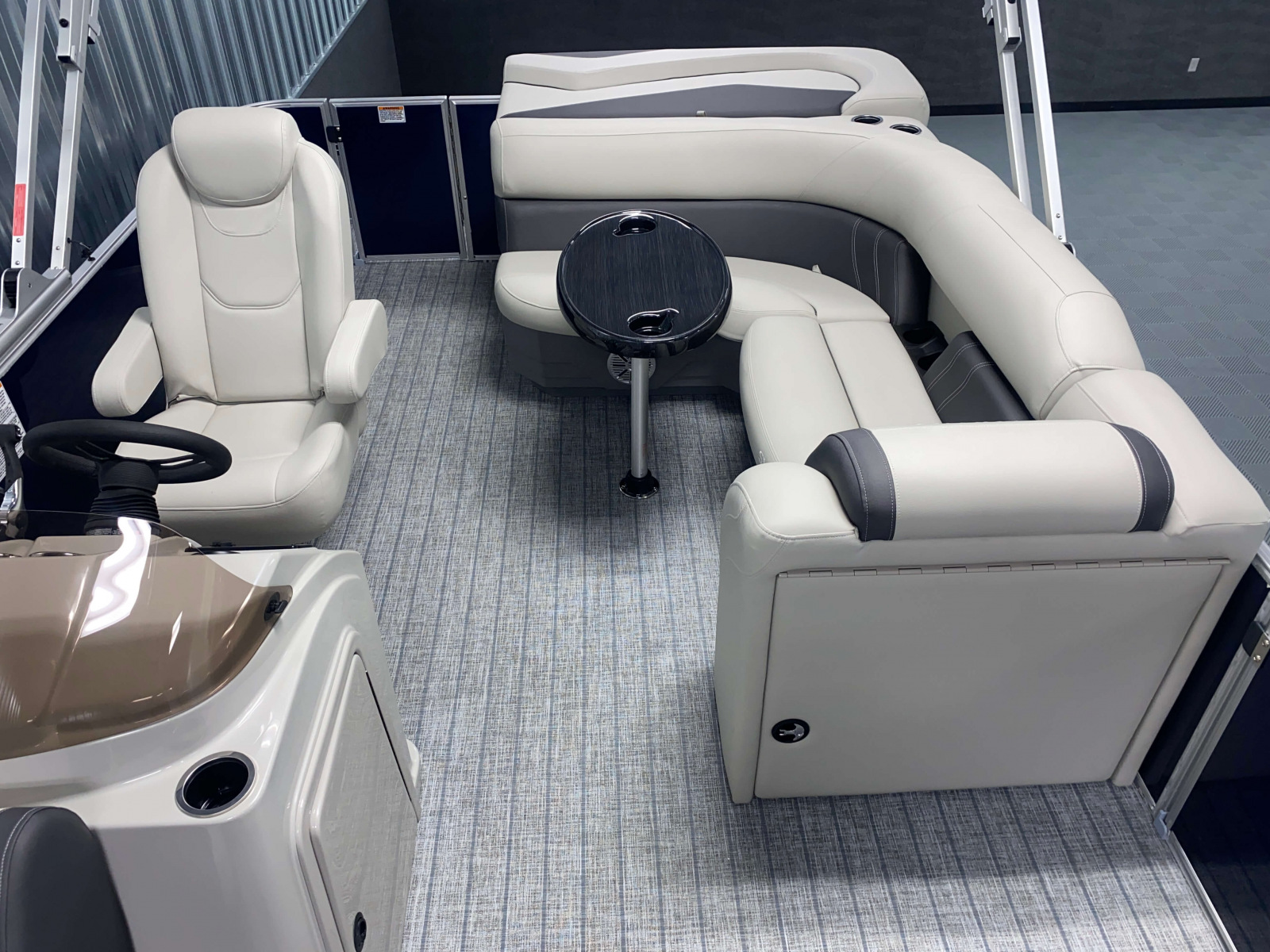 Cruise Style Layout of the 2022 Sylvan Mirage 8520 Cruise Pontoon Boat